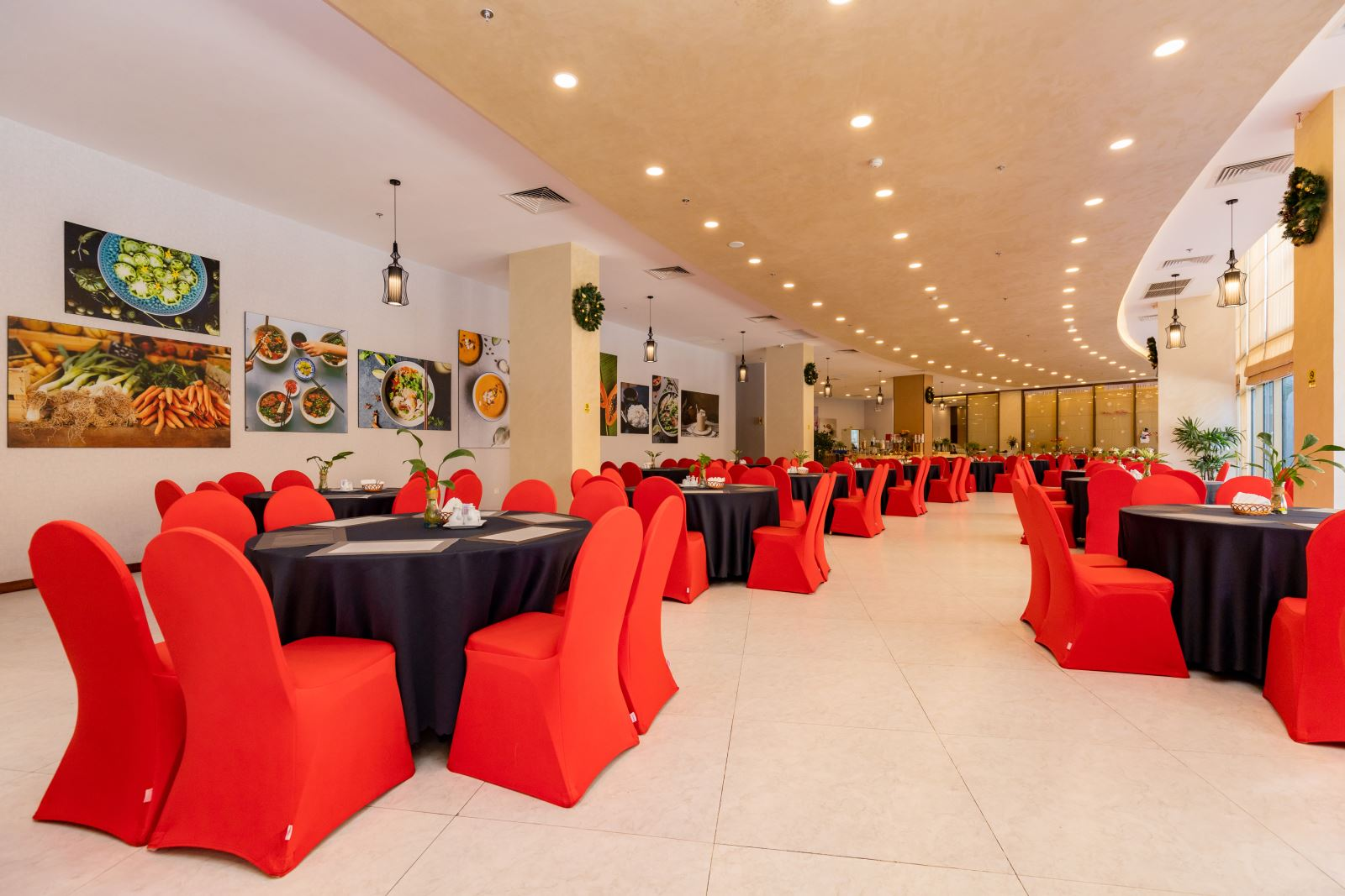 Restaurant - The best of Vietnamese and International cuisine